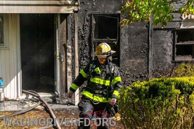 Working Structure Fire Farm Rd West. Photo By. LI Hot Shots Photography & Video